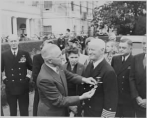 Photograph_of_President_Truman_decorating_Admiral_Chester_Nimitz_with_a_Gold_Star_(in_lieu_of_a_third_Distinguished..._-_NARA_-_199222.jpg