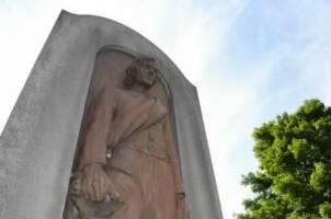 Daughters of Confederacy monument at Woodlawn.jpeg