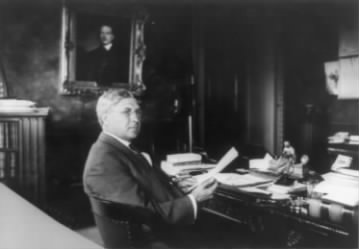 Lindley_Miller_Garrison,_while_Secretary_of_War,_half-length_portrait,_seated_at_desk,_facing_right.jpg