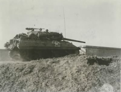 M10 from the 601st Tank Destroyer Battalion near Anzio, February 29, 1944 (Signal Corps Photo #187823, National Archives, courtesy of TankDestroyer.net).JPG