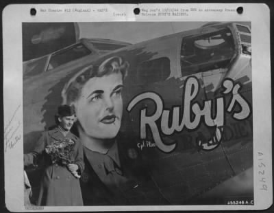 wwii women next to plane picture